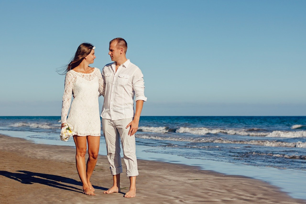 planning your beach wedding catering